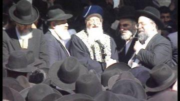 הרב מרדכי אליהו מספיד את חכם בן ציון אבא שאול זיע